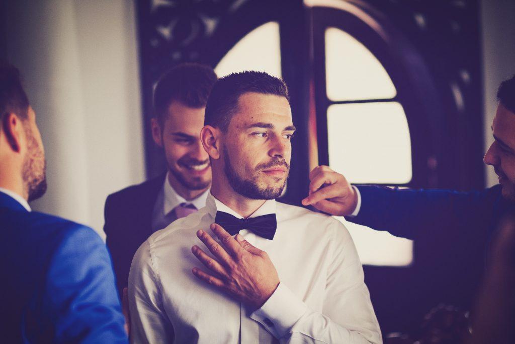 kleding bruidegom trouwdag tips etiquette