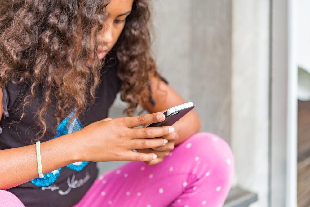 mobieltje kleuter schoolkind tiener puber wanneer