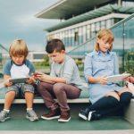 Wanneer geef je je kind zijn eerste mobiele telefoon?